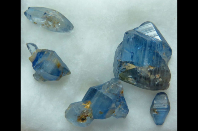 Gem-quality-sapphire-crystals-from-mogok-myanmar.-the-longest-is-25-cm-long.-Photo-by-Federico-Barlocher