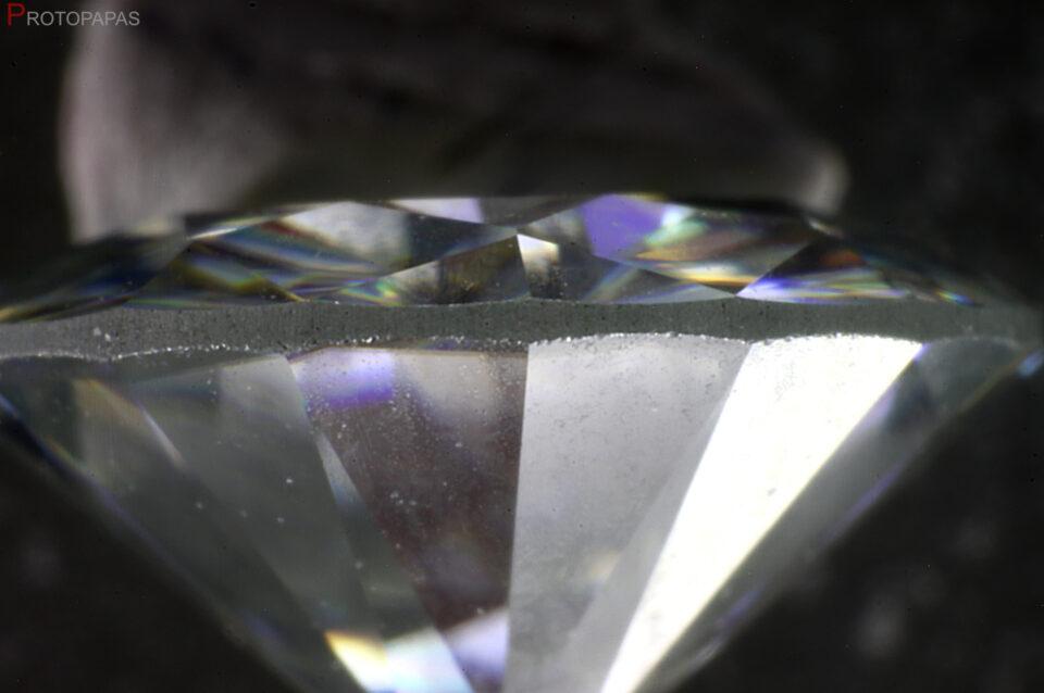 Girdle-in-synthetic-Moissanite.-Photo-by-Protopapas