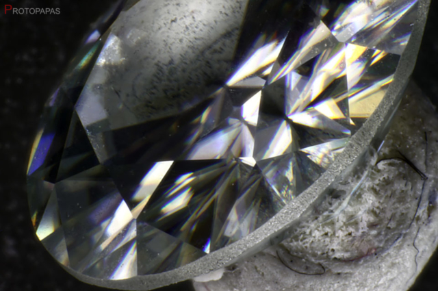 Strong-birefringence-in-synthetic-Moissanite.-Photo-by-Protopapas