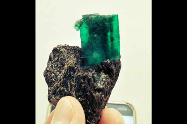 emerald-crystal-in-high-quality-in-mica-schist-from-Tacovaja-mine-Ural.-Photo-by-Federico-Barlocher
