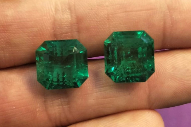 Pair-of-28ct-total-emeralds-from-colombia.-Photo-by-Federico-Barlocher