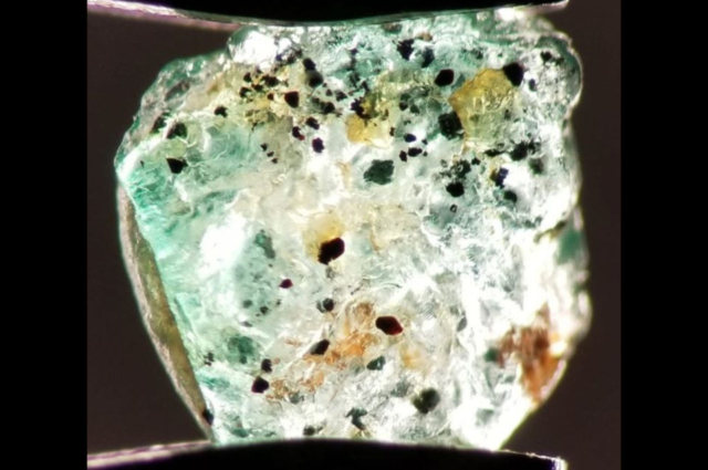 Inclusions in rough emerald from Swat, Pakistan. Photo by Fahad Abbas Sheikh