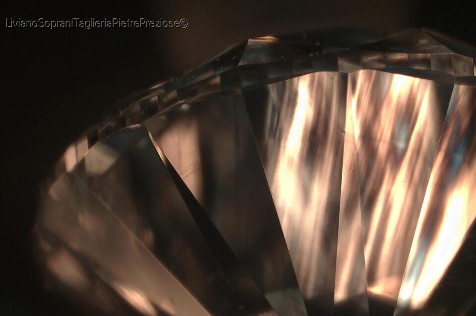 Tatami patterns in Synthetic CVD Diamond. Photo by Liviano Soprani