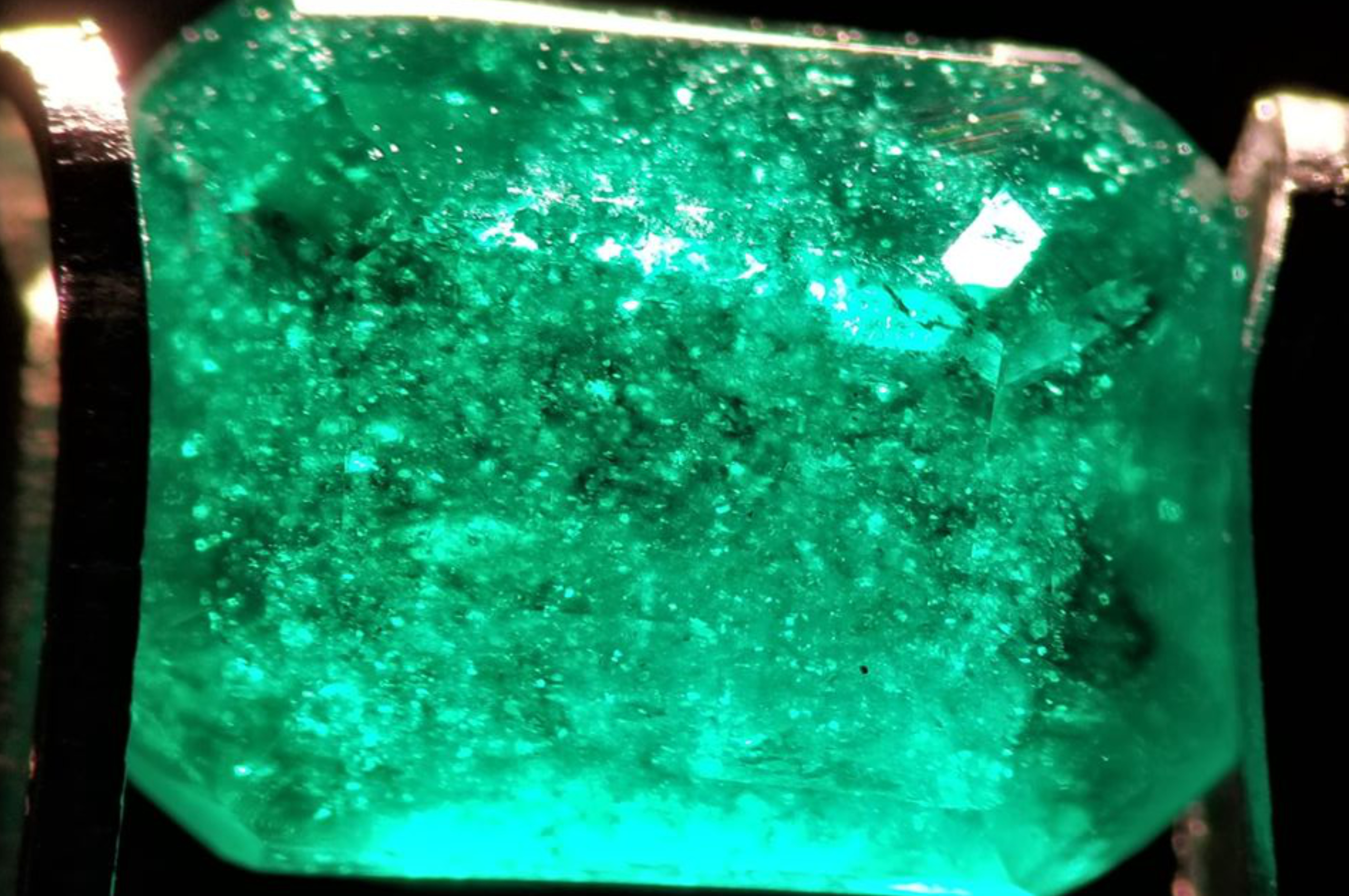 Emerald from Swat peppered with minute and colorless mineral inclusions along with countless tiny flakes, which appear to be mica.Photo by Fahad Abbas Sheikh