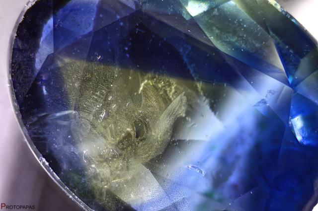 Geometric color zoning and fingerprints in Sapphire. Photo by Protopapas Francesco