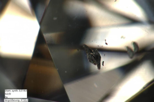 Metallic inclusions in HP-HT Synthetic Diamond. Photo by Gemmologische Akademie Linz Wifi