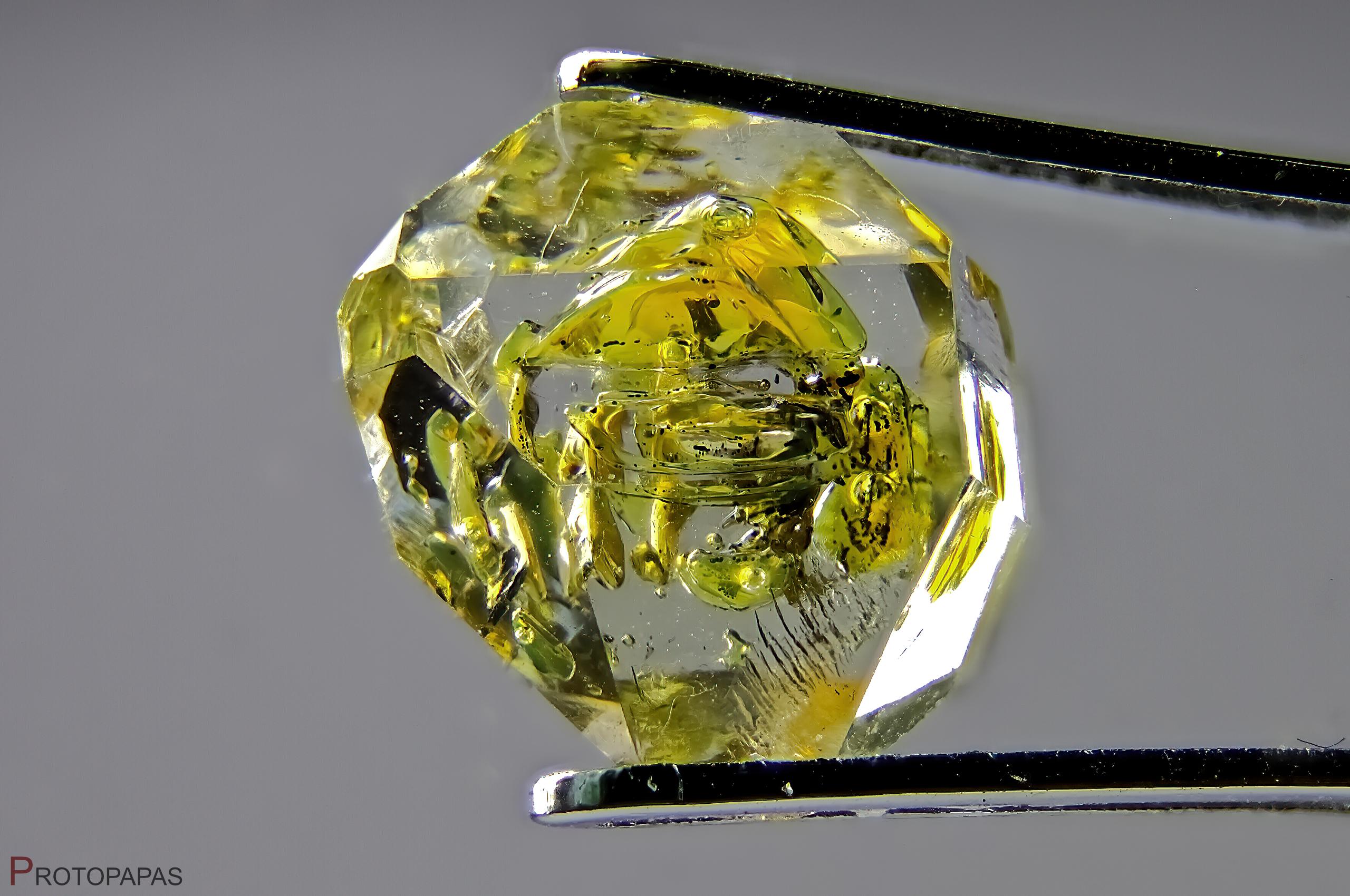 Petroleum quartz from Pakistan. Photo by Francesco Protopapas