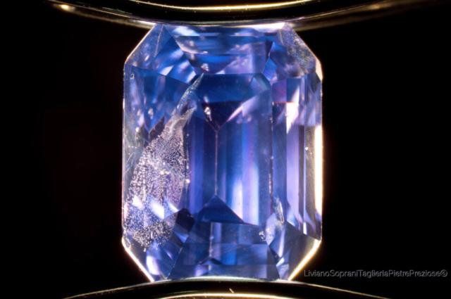 Unheated - untreated purplish blue Sapphire from Sri Lanka, 10x DF illumination. Photo by Liviano Soprani