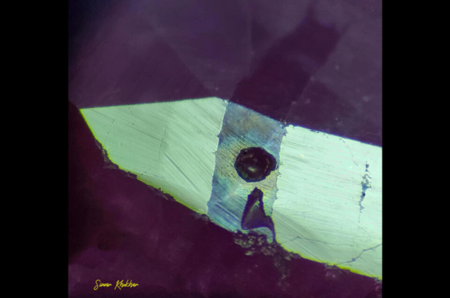 Surface lustre on a fissure-filled ruby with half gas bubble. Photo by Simar Singh Khokhar